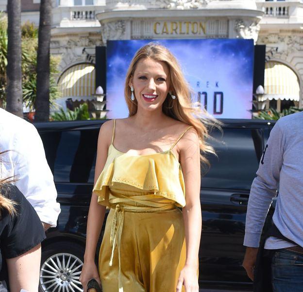 Blake Lively est lumineuse pour se rendre au Nikki Beach, à Cannes.