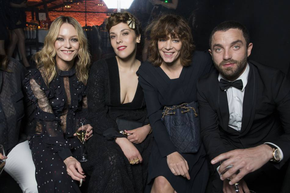 Vanessa Paradis, sa soeur et Guillaume Gouix ont posé avec Céline Sallette.