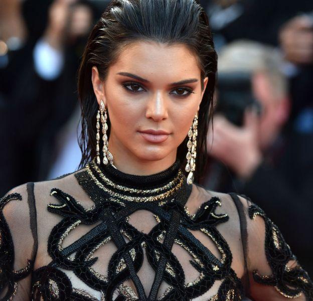 Kendall Jenner a envoûté les photographes sur le tapis rouge.
