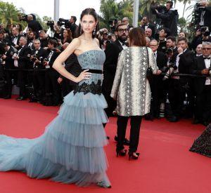 Cannes 2016 : Bianca Balti, princesse du tapis rouge en robe à traîne Alberta Ferretti.