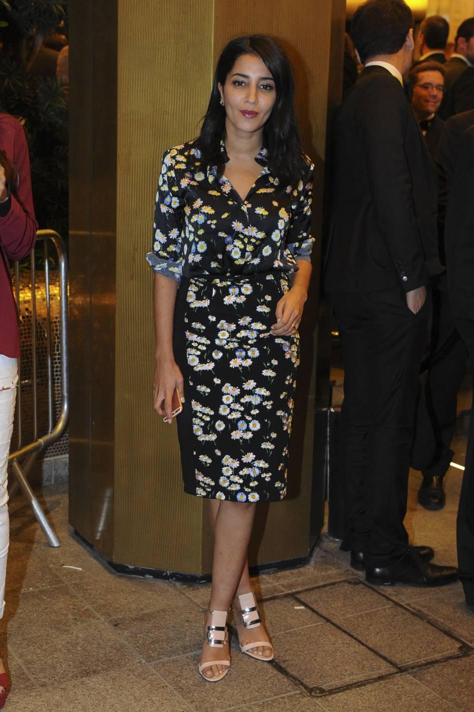 Leïla Bekhti   c est dans une robe fleurie que l égérie L Oréal a ... 3f921433b243