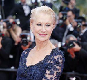 """Cannes 2016 : Helen Mirren lors de la montée des marches du film """"La fille inconnue""""."""
