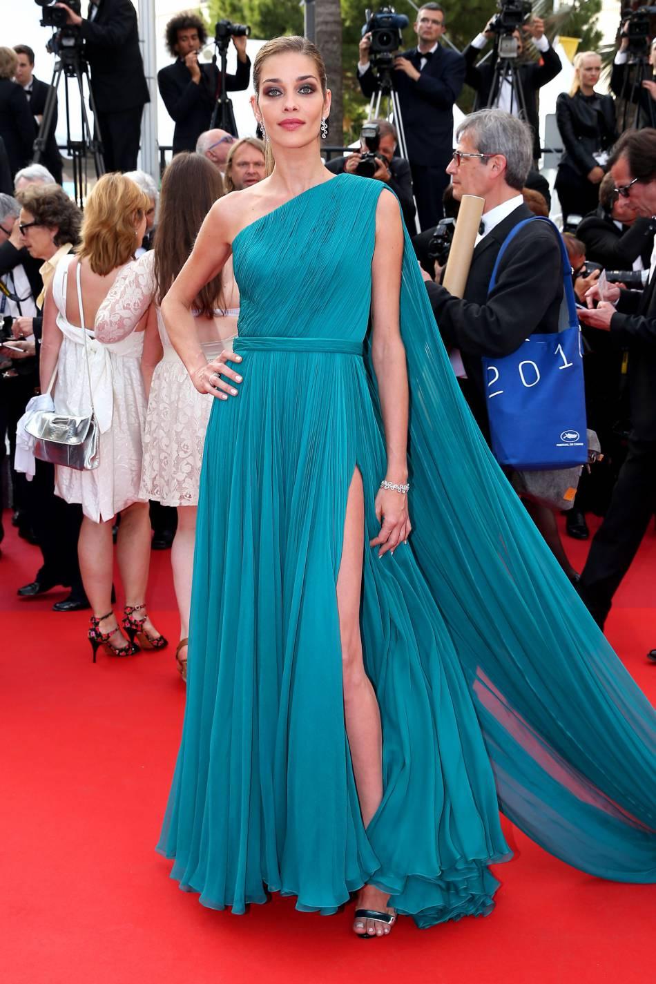 Cannes 2016 : Ana Beatriz Barros en Ralph & Russo et bijoux Montblanc lors du 69ème Festival International du Film de Cannes, le 18 mai 2016.