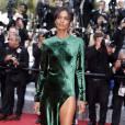 """Liya Kebede : l'égérie L'Oréal Paris était en Haider Ackermann et bijoux Atelier Swarovski  lors de la montée des marches du film """"La fille inconnue"""" à Cannes 2016."""