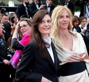 Cannes 2016 : Chiara Mastroianni en smoking Brioni et bijoux Repossi au bras de Sandrine Kiberlain en robe Alexandre Vauthier Haute Couture.