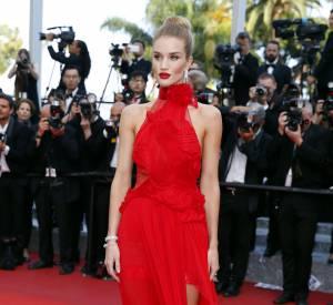 Cannes 2016 : Rosie Huntington-Whiteley, superbe dans une robe Alexandre Vauthier parée de bijoux Chanel Joaillerie, le 18 mai 2016.