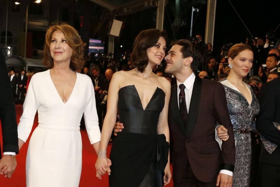 """L'ambiance était bon enfant pour le casting de """"Juste la fin du monde"""". Ici, Xavier Dolan et Marion Cotillard partagent un moment complice."""