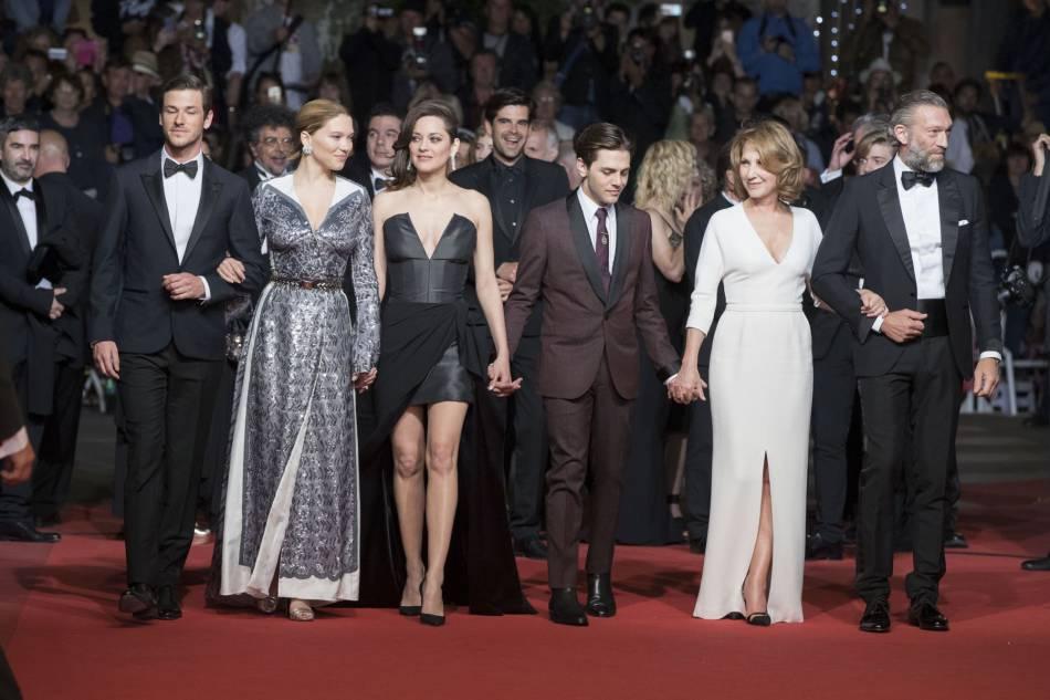 """Gaspard Ulliel, Léa Seydoux, Marion Cotillard, Nathalie Baye et Vincent Cassel partagent l'affiche de """"Juste la fin du monde"""" de Xavier Dolan."""