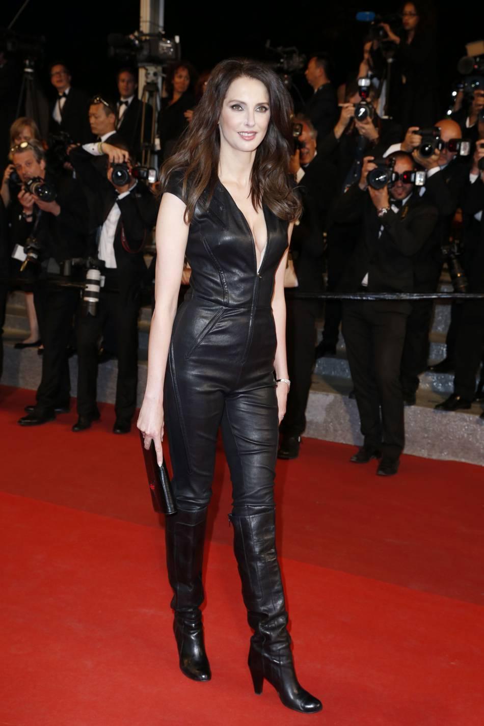 Frédérique Bel s'affichait en divine Catwoman dans une combinaison en cuir.