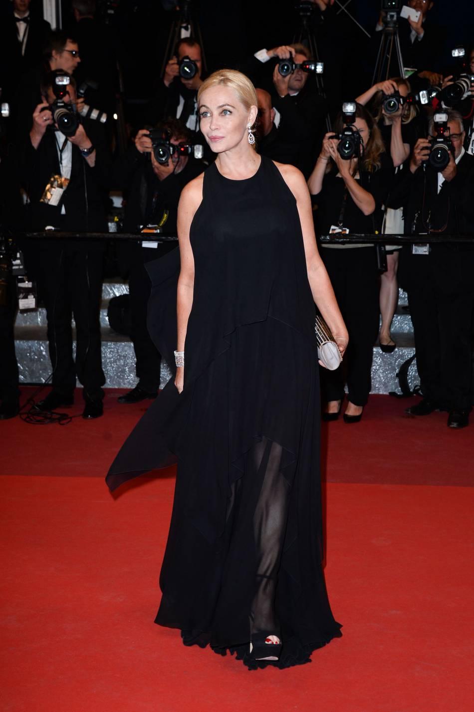 Emmanuelle Béart est au comble de l'élégance dans une robe Elie Saab.