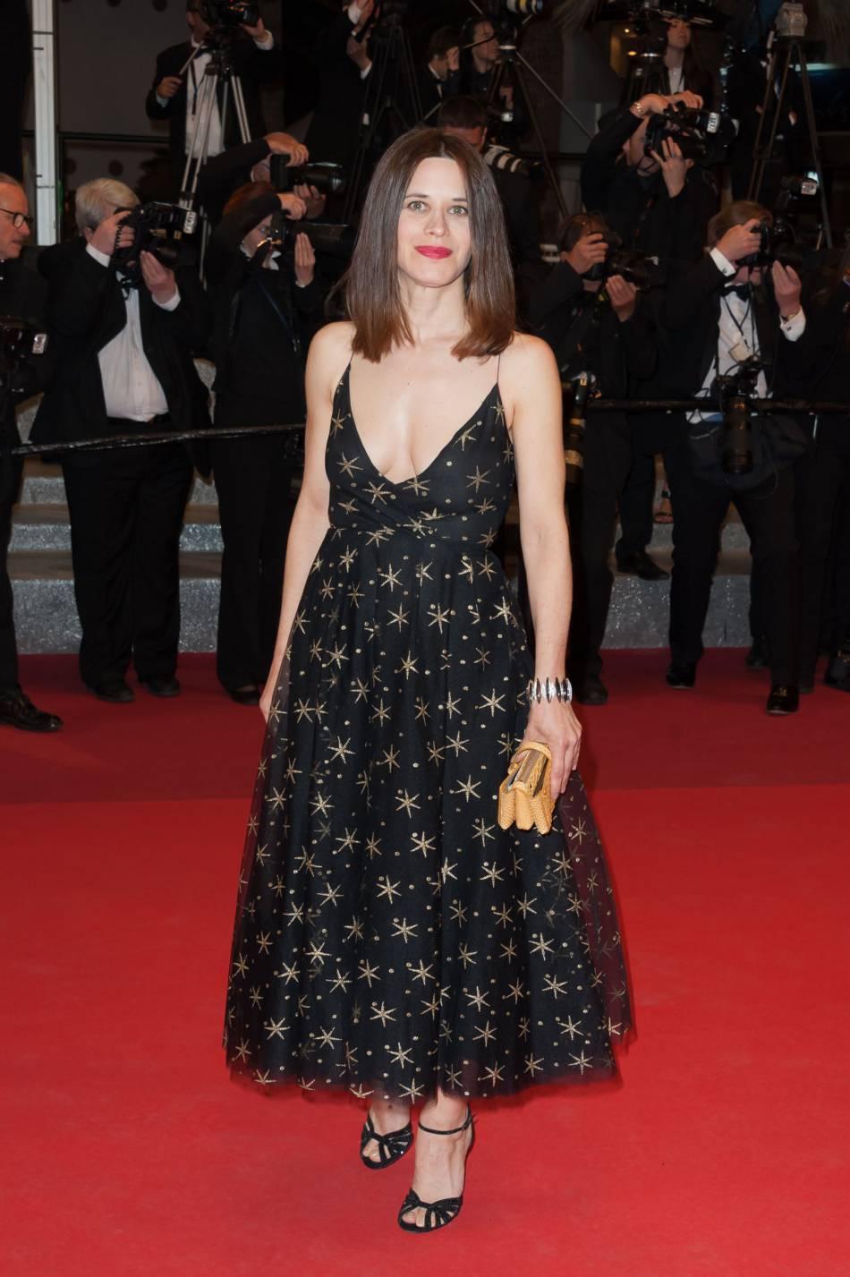 L'actrice Italienne Valentina Cervi misait sur une robe étoilée et décolleté affolant.