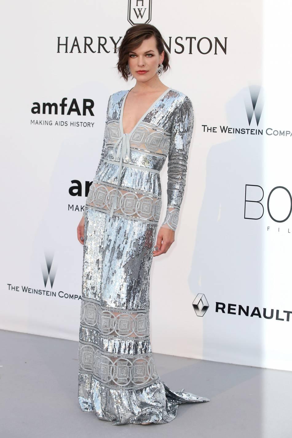 Milla Jovovich au gala de l'amfAR Cinema against AIDS le 19 mai 2016 à Cannes.