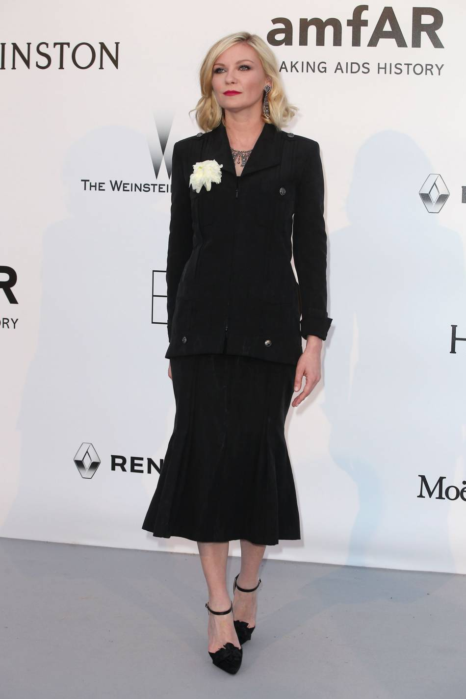 Kirsten Dunst en Chanel au gala de l'amfAR Cinema against AIDS le 19 mai 2016 à Cannes.
