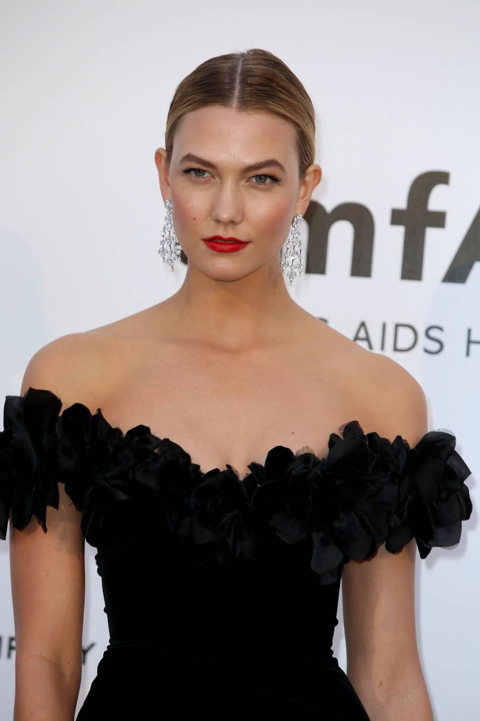 Karlie Kloss au gala de l'amfAR Cinema against AIDS le 19 mai 2016 à Cannes.