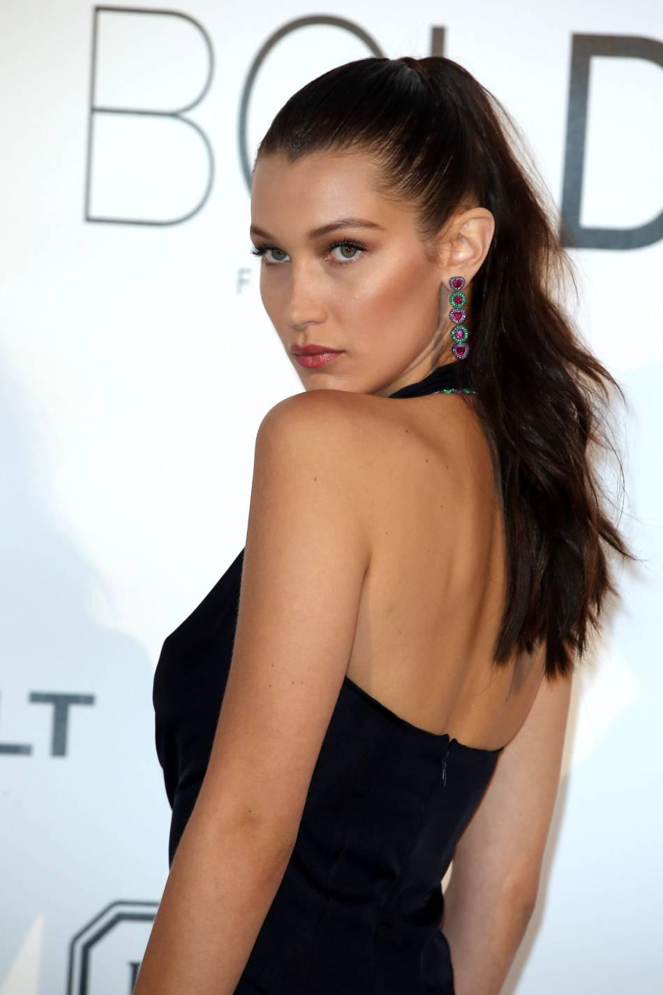 Bella Hadid au gala de l'amfAR Cinema against AIDS le 19 mai 2016 à Cannes.