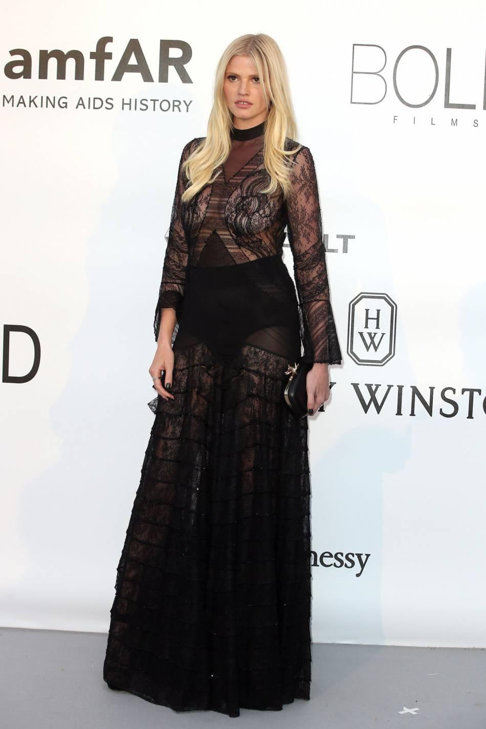 Lara Stone en Givenchy Couture au gala de l'amfAR Cinema against AIDS le 19 mai 2016 à Cannes.