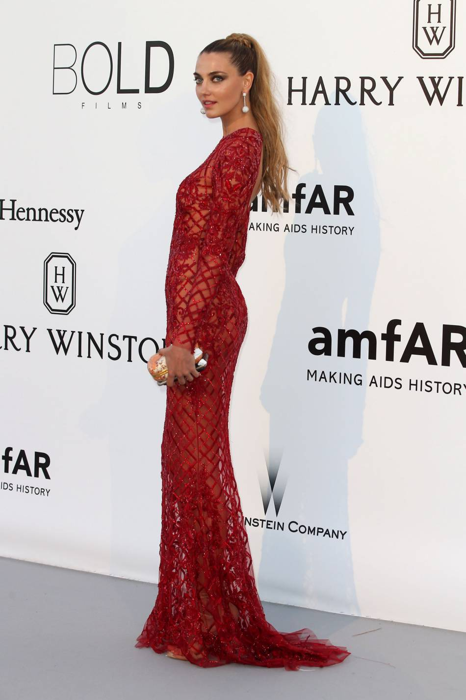 Alina Baikova au gala de l'amfAR Cinema against AIDS le 19 mai 2016 à Cannes.