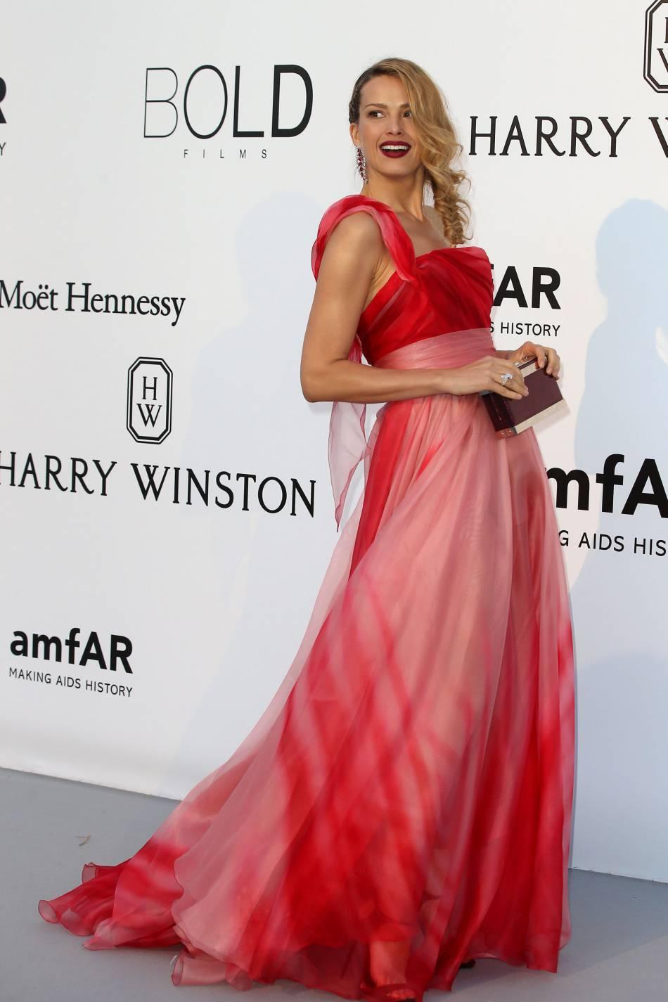 Petra Nemcova en Georges Chakra Couture au gala de l'amfAR Cinema against AIDS le 19 mai 2016 à Cannes.