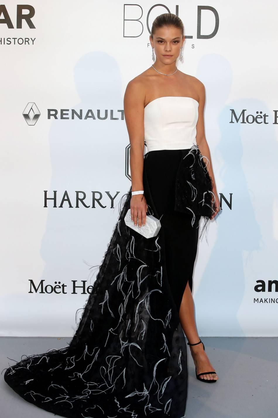 Nina Agdal au gala de l'amfAR Cinema against AIDS le 19 mai 2016 à Cannes.