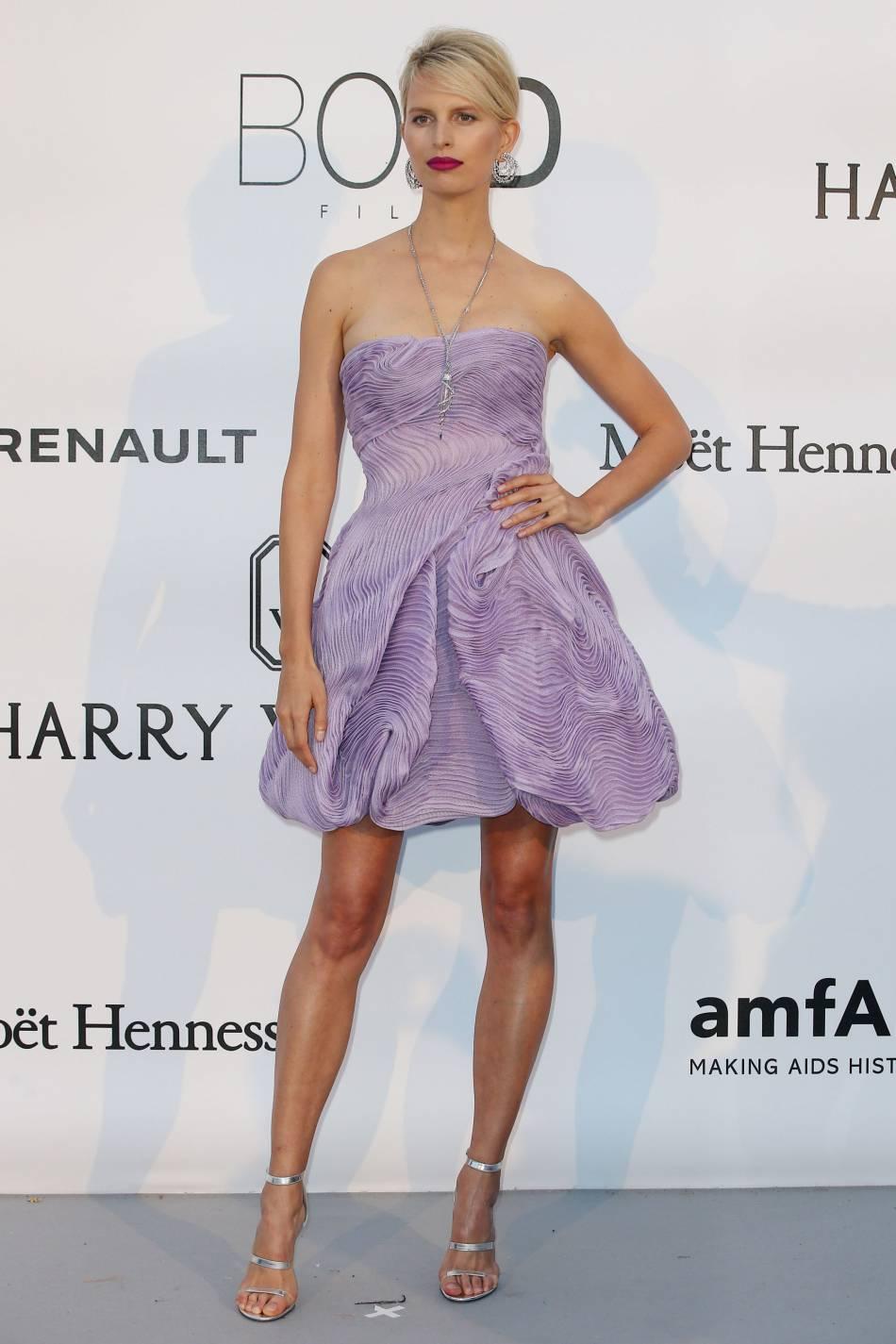 Karolina Kurkova au gala de l'amfAR Cinema against AIDS le 19 mai 2016 à Cannes.