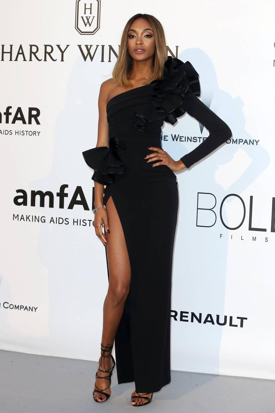 Jourdan Dunn en Dsquared² et bijoux de Grisogono au gala de l'amfAR Cinema against AIDS le 19 mai 2016 à Cannes.