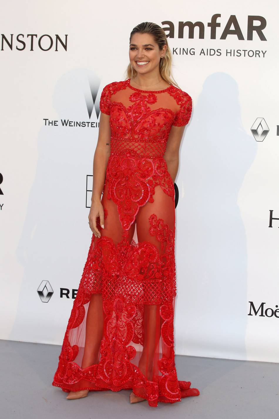 Ashley Hart au gala de l'amfAR Cinema against AIDS le 19 mai 2016 à Cannes.