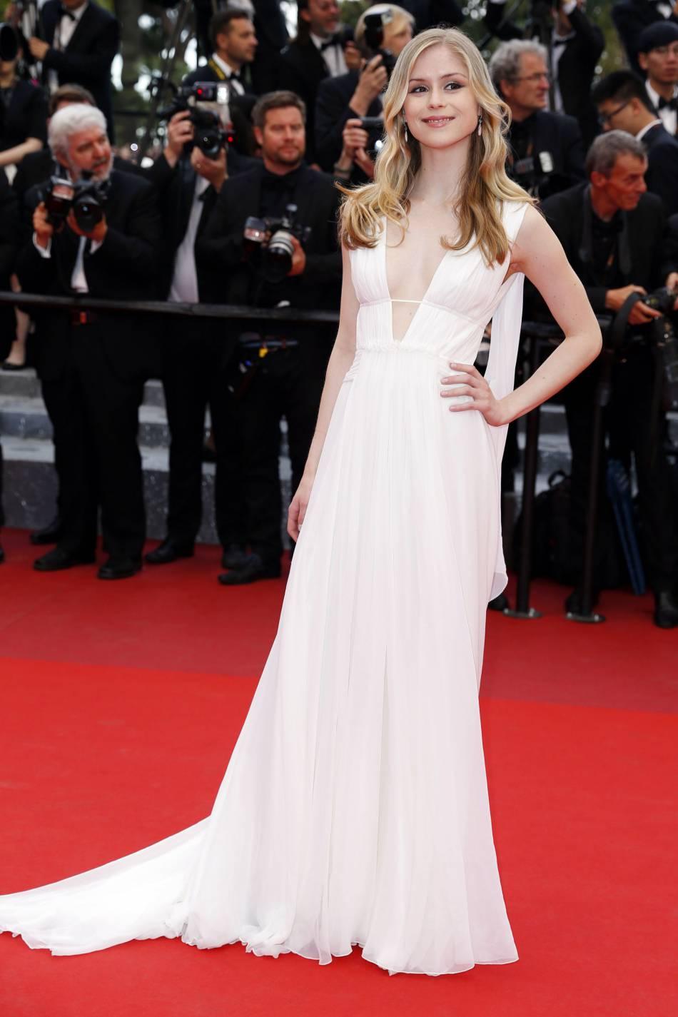 Erin Moriarty : une apparition digne d'une déesse grecque à Cannes, en robe Aberta Ferretti.