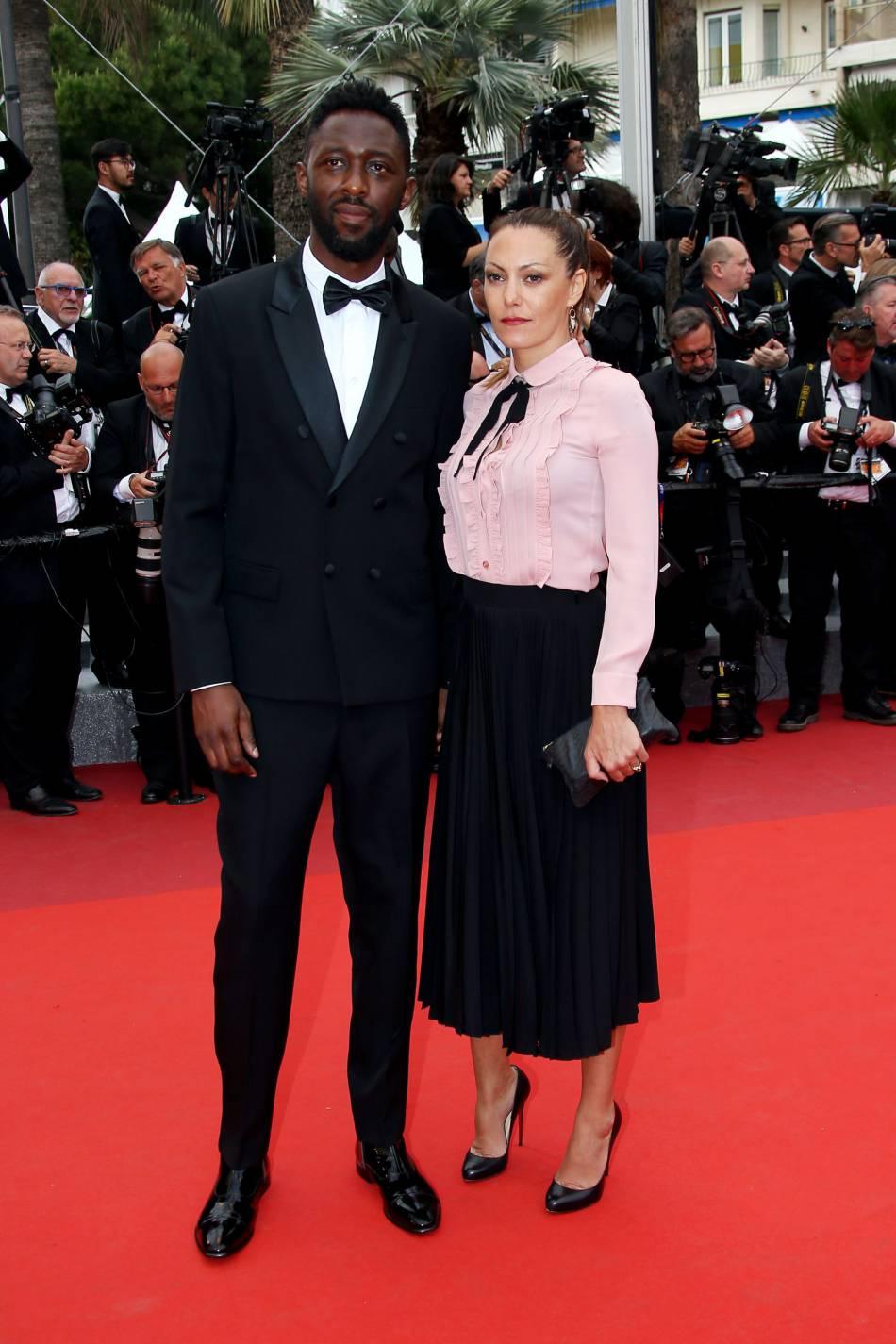 Thomas Ngijol et sa compagne Karole Rocher sur la Croisette, le 22 mai 2016.