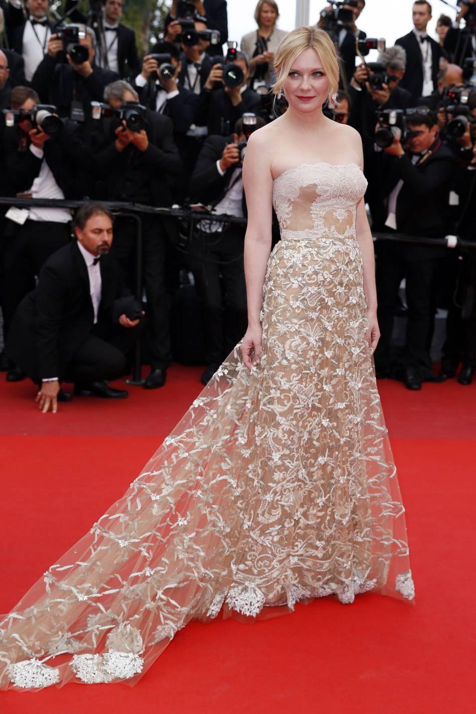 Kirsten Dunst, juré ravissant en robe champagne signée Maison Valentino, pour la cérémonie de clôture du 69e Festival de Cannes.