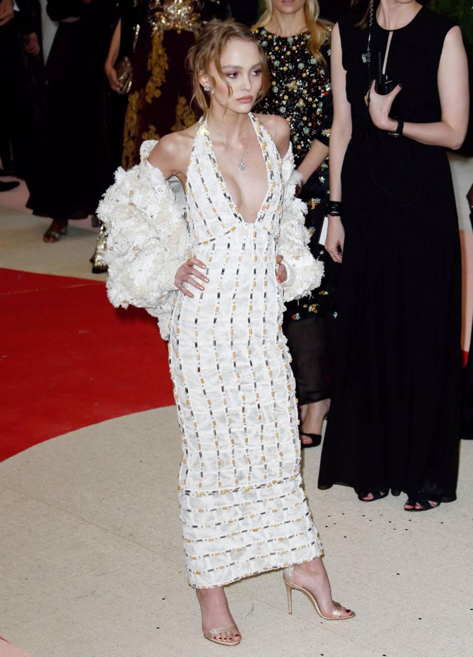 Lors du gala du Met 2016, en Chanel, Lily-Rose Depp nous a subjugué.