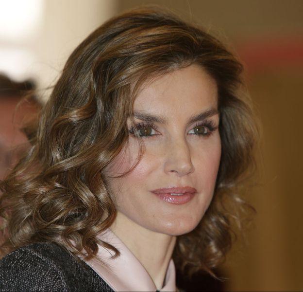 Letizia d'Espagne porte à nouveau les cheveux bouclés.