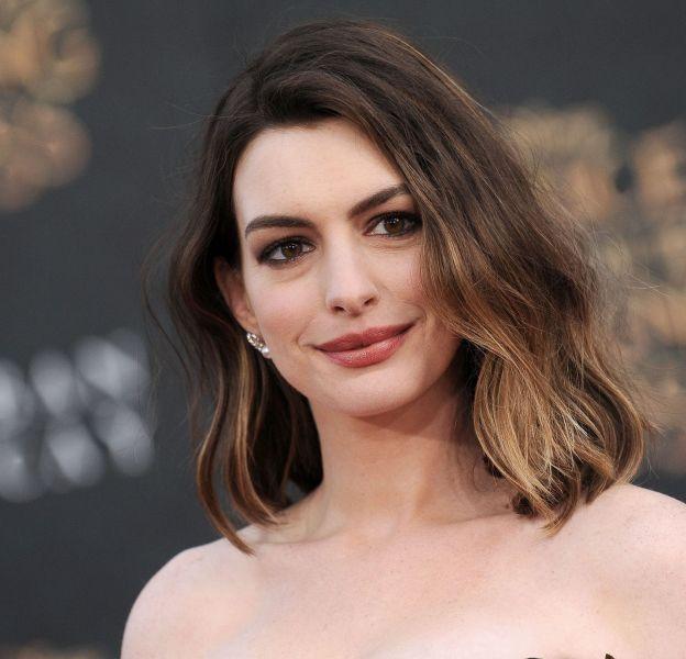 """Anne Hathaway était à l'avant-première du film """"Alice Through The Looking Glass"""" hier soir à Hollywood."""