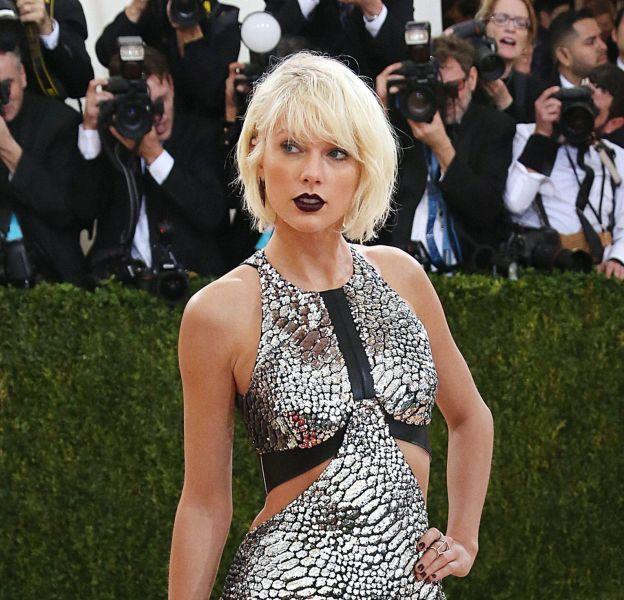 En robe métalisée Louis Vuitton, Taylor Swift a fait sensation lors du dernier gala du MET.