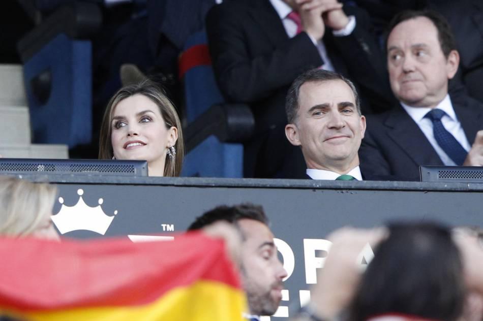 Anniversaire de mariage ou pas, le 22 mai était placé sous le signe du foot pour Felipe et Letizia.