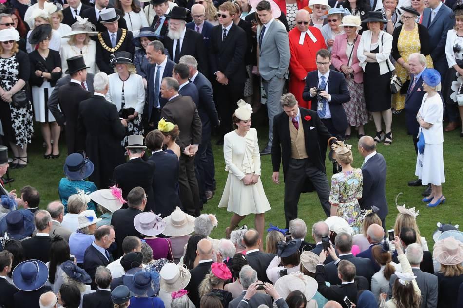 Kate Middleton a invités ses sages femmes à la garden party de la reine, pour leur montrer sa gratitude.