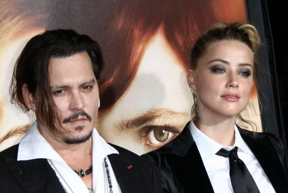 Amber Heard et Johnny Depp s'excusaient d'avoir fait rentrer leurs chiens en Australie sans autorisation.