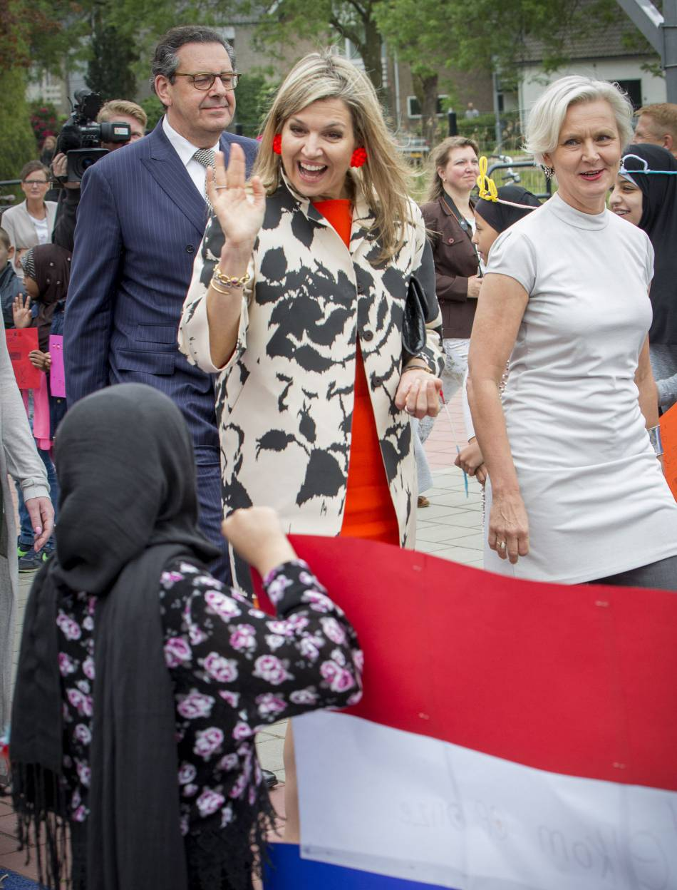 La reine était ravie de rencontrer des enfants.