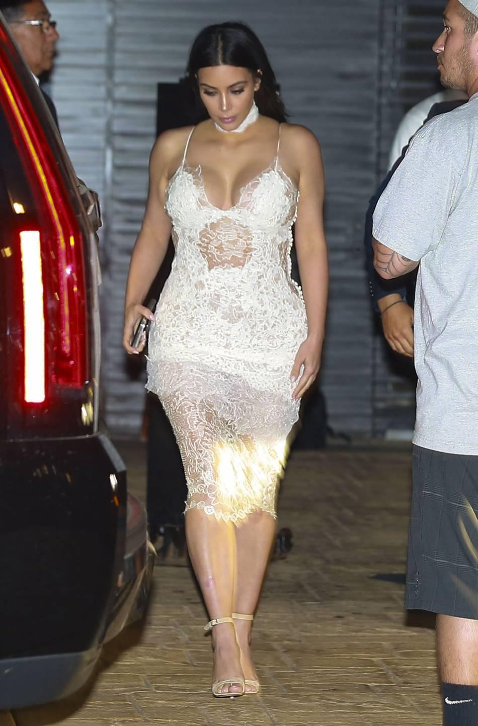 Robe kim kardashian blanche