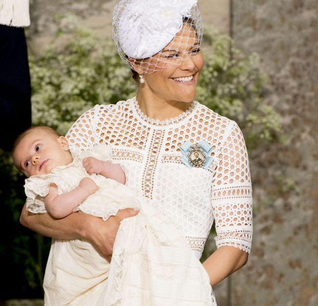 La princesse Victoria de Suède et son fils le prince Oscar à Stockholm en Suède le 27 mai 2016.