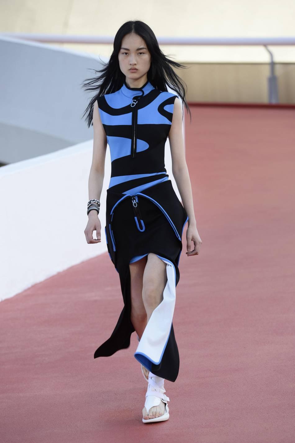 Des imprimés colorés et géométriques pour faire parler du défilé Vuitton.