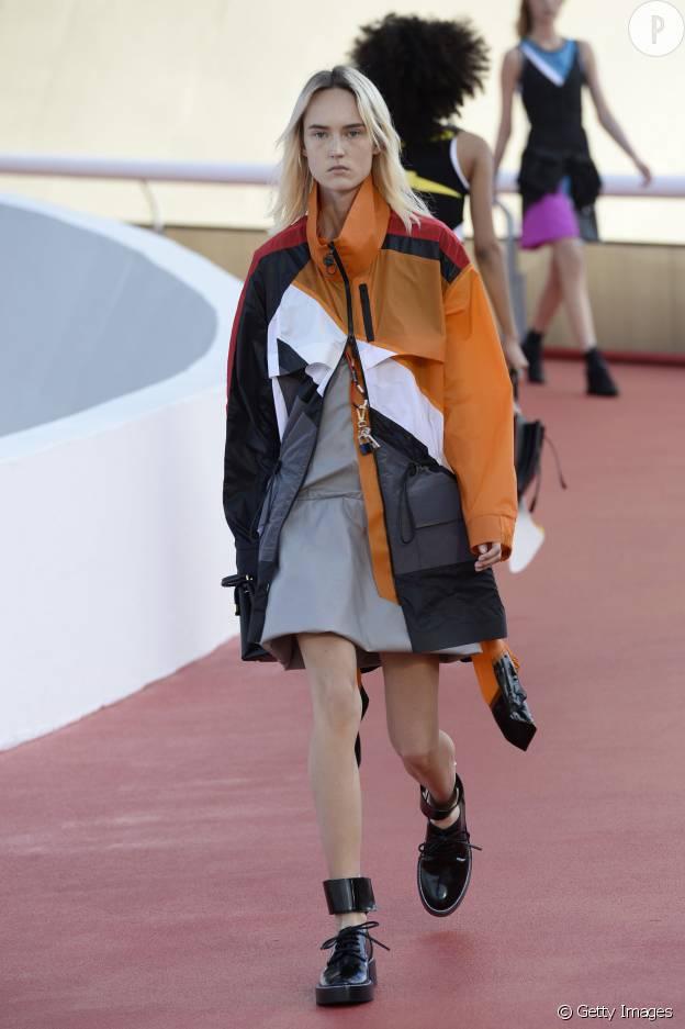 La parka devient presque un vêtement de ski sur le défilé Vuitton.