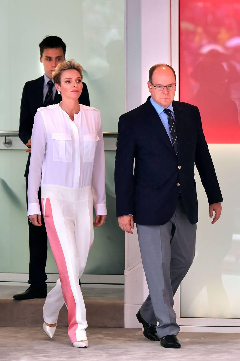 Charlène de Monaco portait une combinaison blanche ressemblant aux sous-combinaisons des coureurs !
