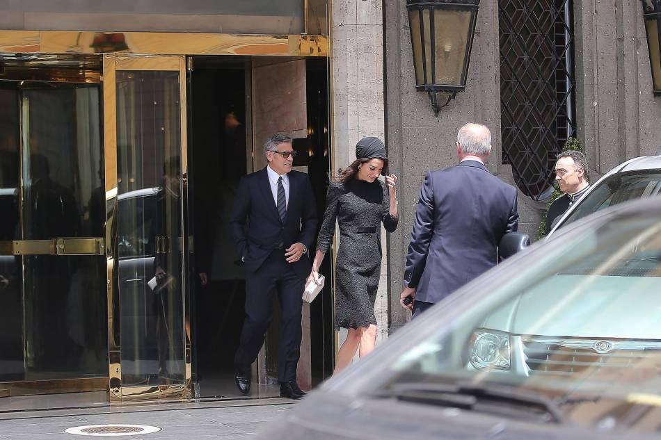 Amal Clooney et son mari l'acteur et réalisateur George, se rendant à une conférence au Vatican.