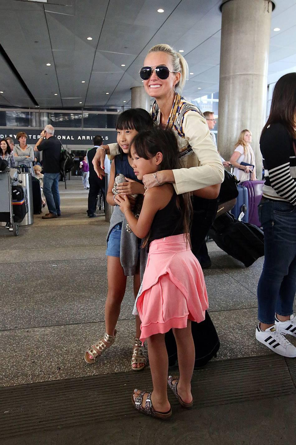 L'ancien mannequin est revenue sur ses voyages au Vietnam pour l'adoption de ses deux filles Jade et Joy.