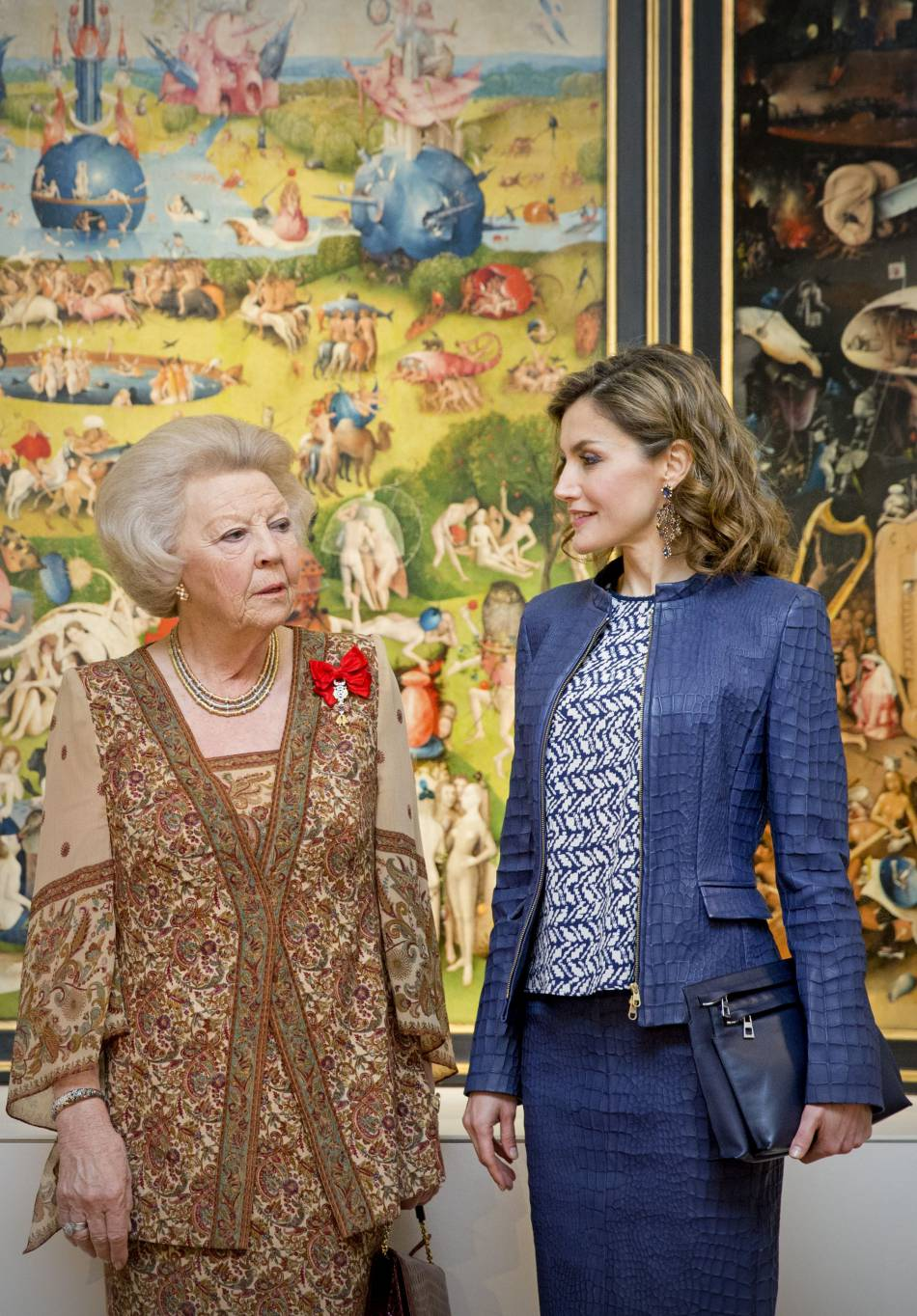 """Le roi Felipe VI, la reine Letizia d'Espagne et la princesse Beatrix des Pays-Bas inaugurent l'exposition """"El Bosco"""" au musée du Prado à Madrid, le 30 mai 2016."""