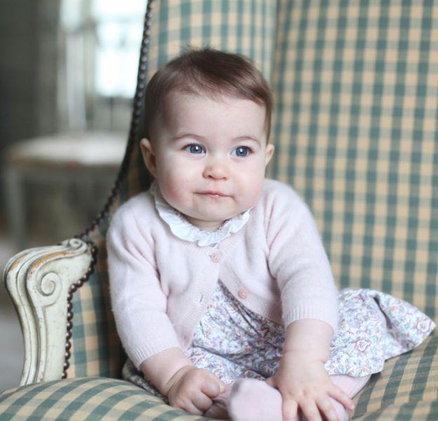 Charlotte de Cambridge pourrait faire sa première apparition à Buckigham Palace dans deux semaines.