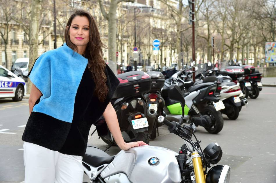 Sur Instagram, Malika Ménard se révèle sexy et bronzée à Marrakech, loin de la grisaille parisienne.