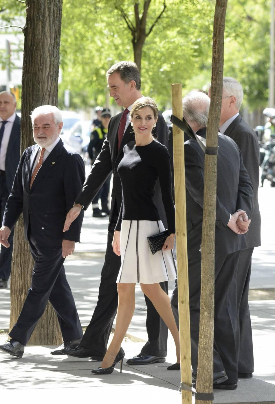 Letizia Ortiz était divine dans une tenue preppy qui mettait en valeur sa taille svelte à Madrid.