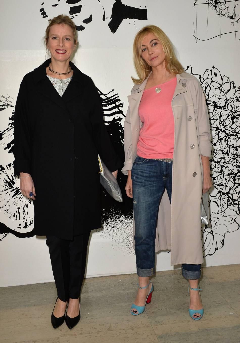 Emmanuelle Béart et Karin Viard au défilé de mode Paul & Joe collection prêt-à-porter Automne Hiver 2016/2017 lors de la fashion week à Paris, le 8 mars 2016.