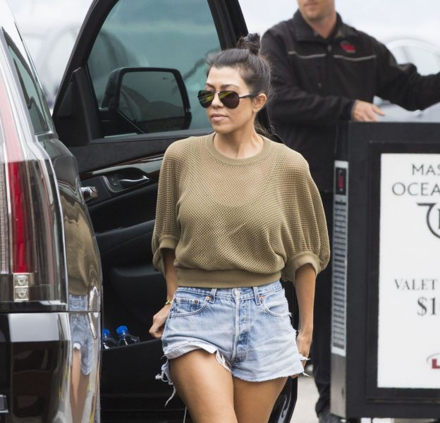 Kourtney Kardashian dans les rues de Los Angeles le 5 juin 2016.